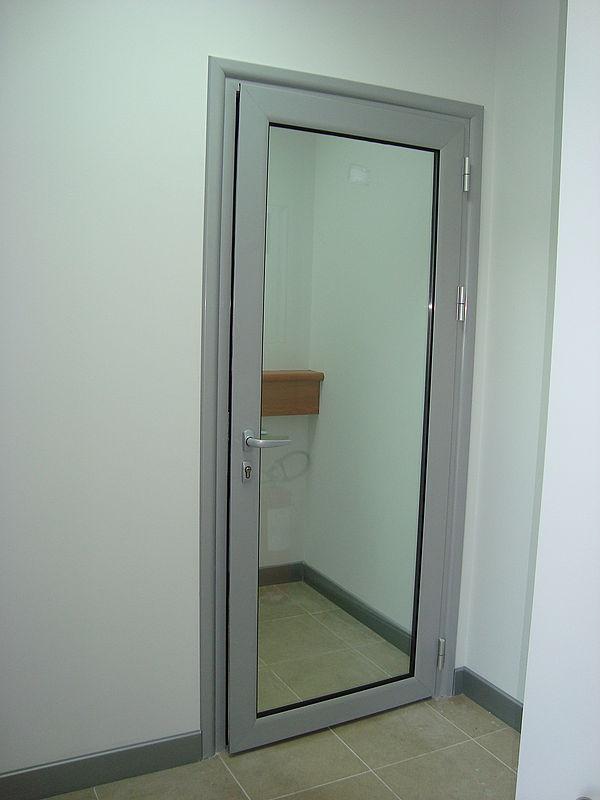 Стеклянные алюминиевые двери