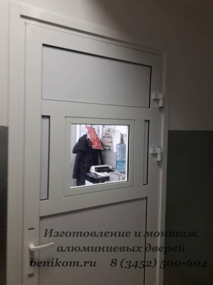 двери с форточкой